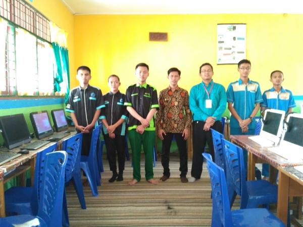 Wadir III Menjadi Juri Pada LKS Pemrograman Web Di Kabupaten Siak, Riau