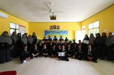 Workshop Robotik dan Mikrokontroller Di SMK Bina Instan Kecamatan Siak Hulu, Kabupaten Kampar, Riau